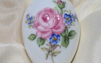 Miniaturei Rose mit Vergissmeinnicht / Meissen