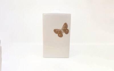 Vase mit Schmetterling mittel